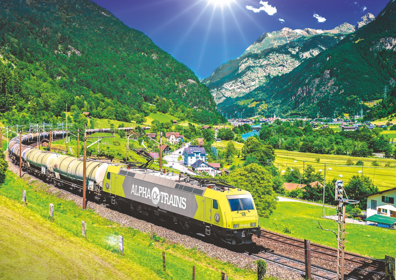 Locomotives | BR145_ALPHA_TRAINS_DESIGN_MOUNTAIN_VIEW.JPG | © Bombardier/Alpha Trains/itACT.de